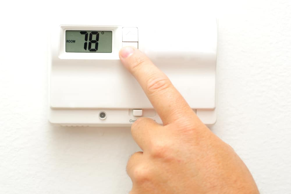what is a good temperature to set your thermostat h h. Black Bedroom Furniture Sets. Home Design Ideas